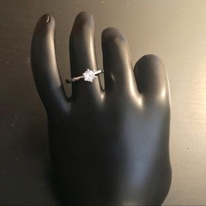 Jewelry - Classic 6-Claw Cubic Zirconia Ring Size 7